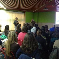 Fins, de ADEGA, falando ao público.